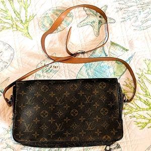 LV shoulder bag.- No discount. Fast shipping